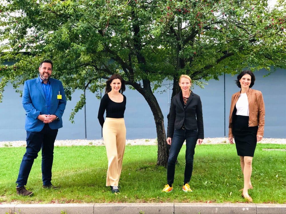 Gruppenbild von den JAD-Moderatoren mit den Gästen von smart